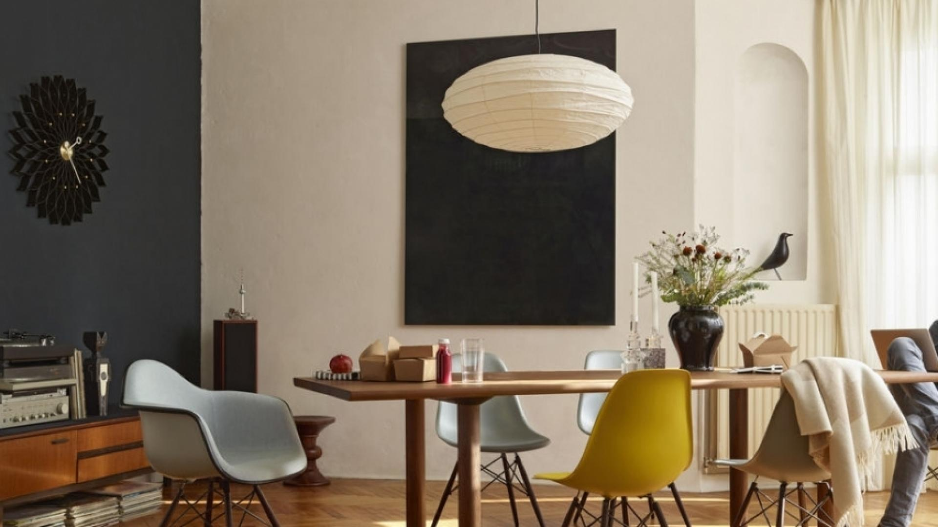 Wood_Table_Eames_Plastic_Side_Chair_DSW_Eames_Palstic_Armchiar_DAW_Wall_Clock_Sunflower_Akari_70N_Eames_Stool_Eames_House_Bird_1102689_preview.jpg