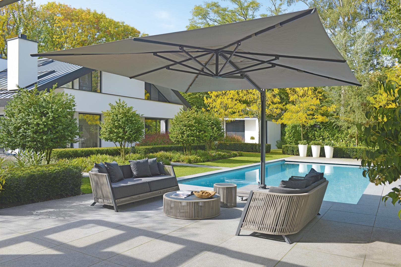 2018 Borek belt Cosenza sofa, coffee table & side table Wolterinck - parasol Porto 4x4.jpg