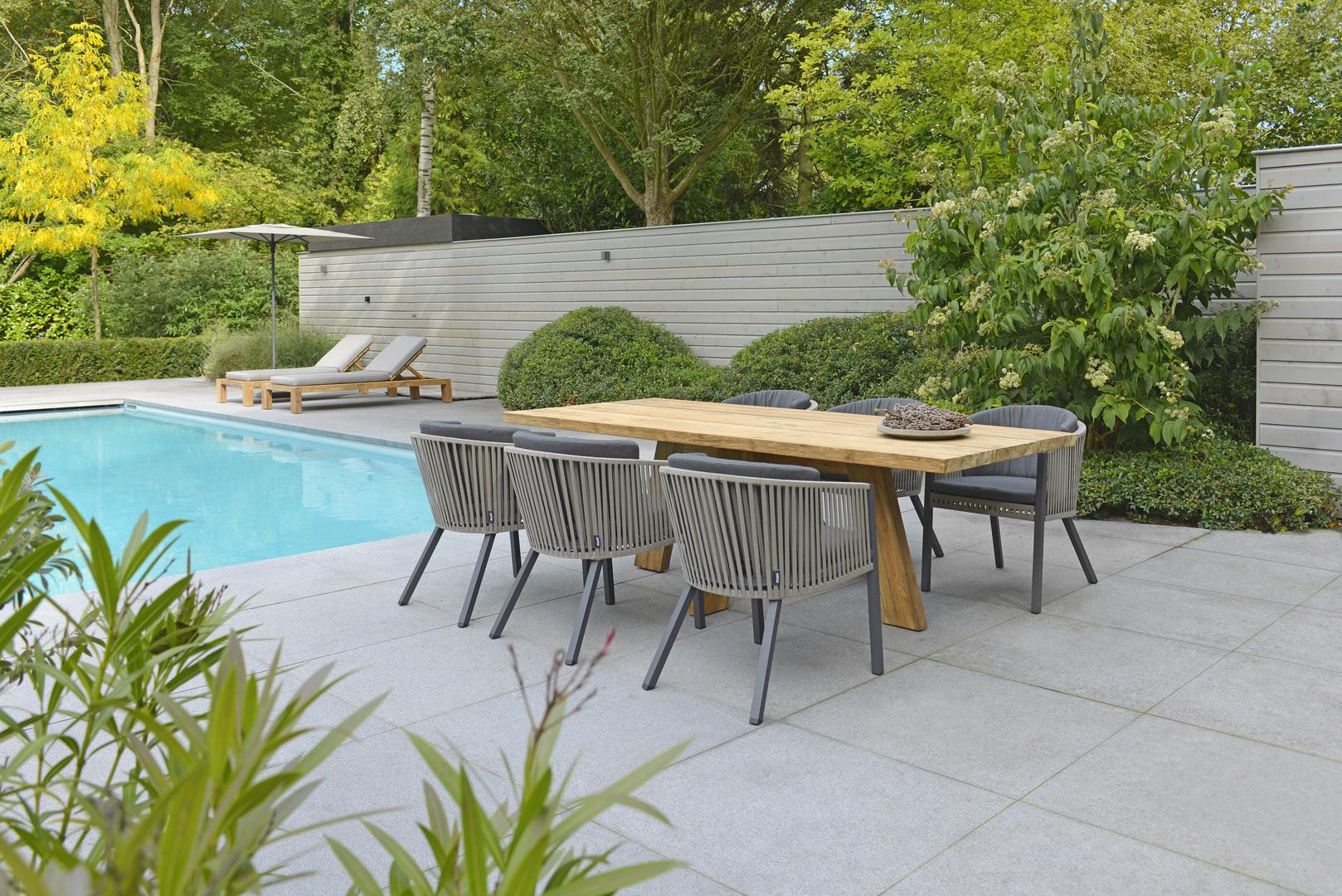 2018 Borek teak Tarifa table Cadiz lounger Studio Borek - belt Cosenza chair Wolterinck - parasol Portimao 2x2.jpg