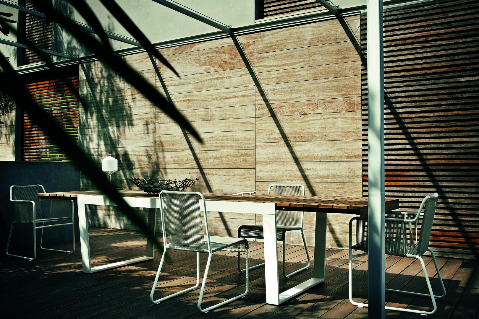 SPINNAKER extendable table_HARP chairs_RODA.jpg
