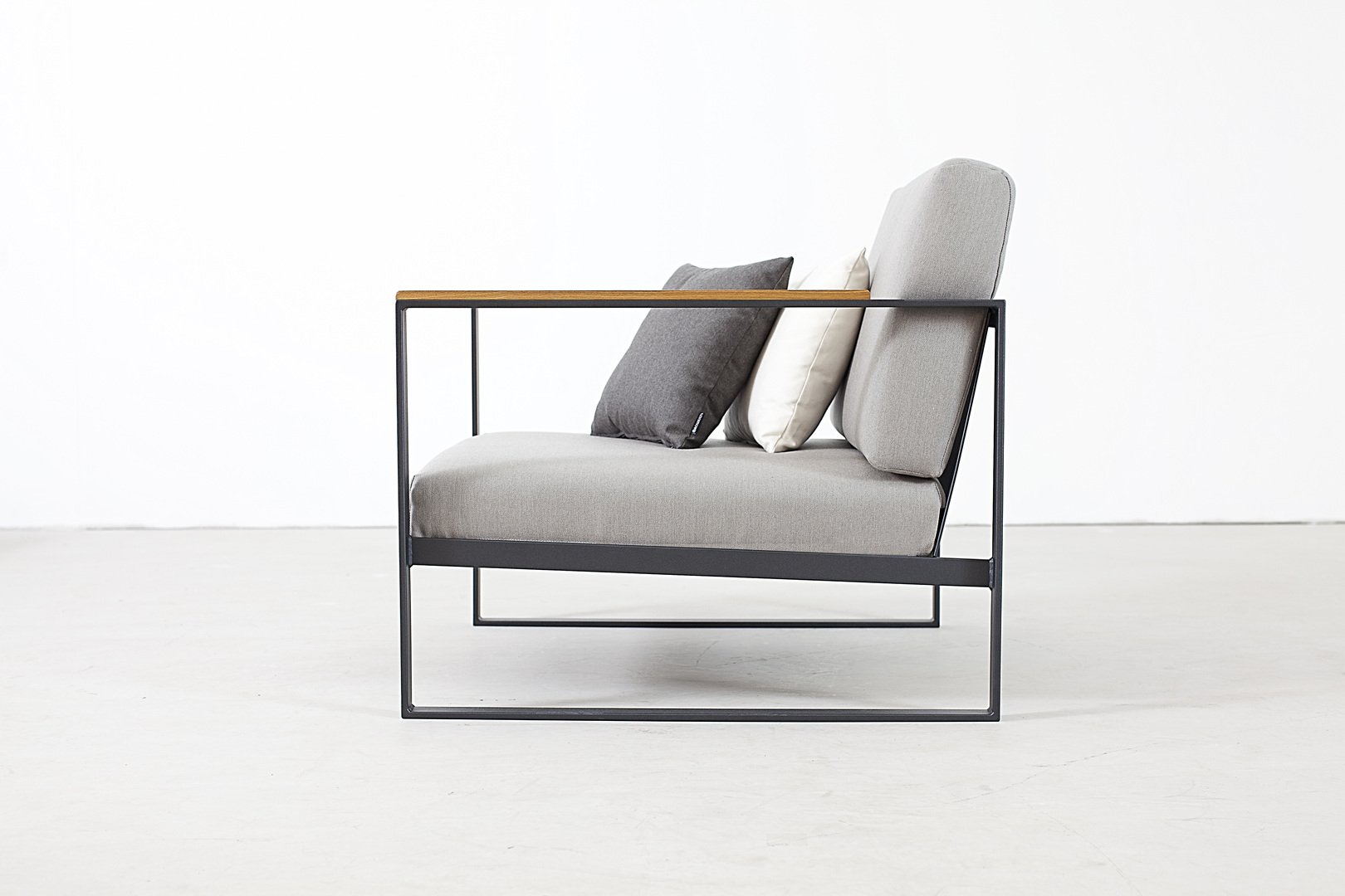 easy_chair_side.jpg