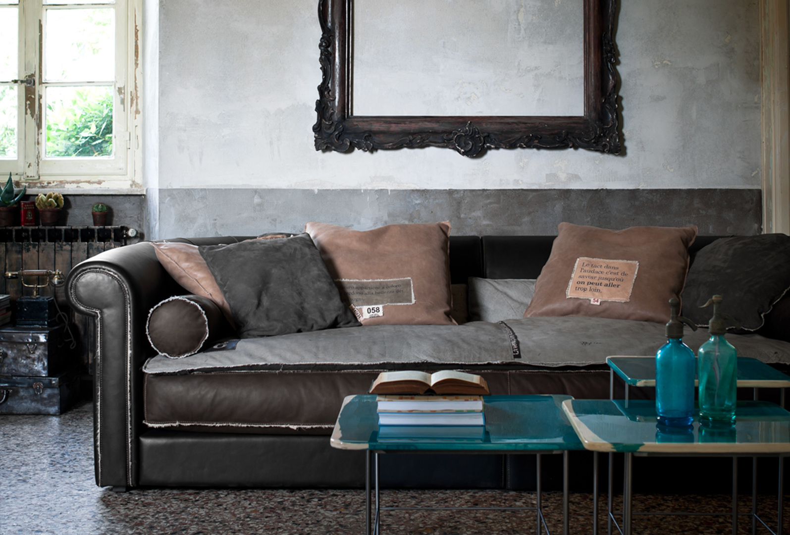 AlfredSpecialEditionTrench_sofa_01.jpg