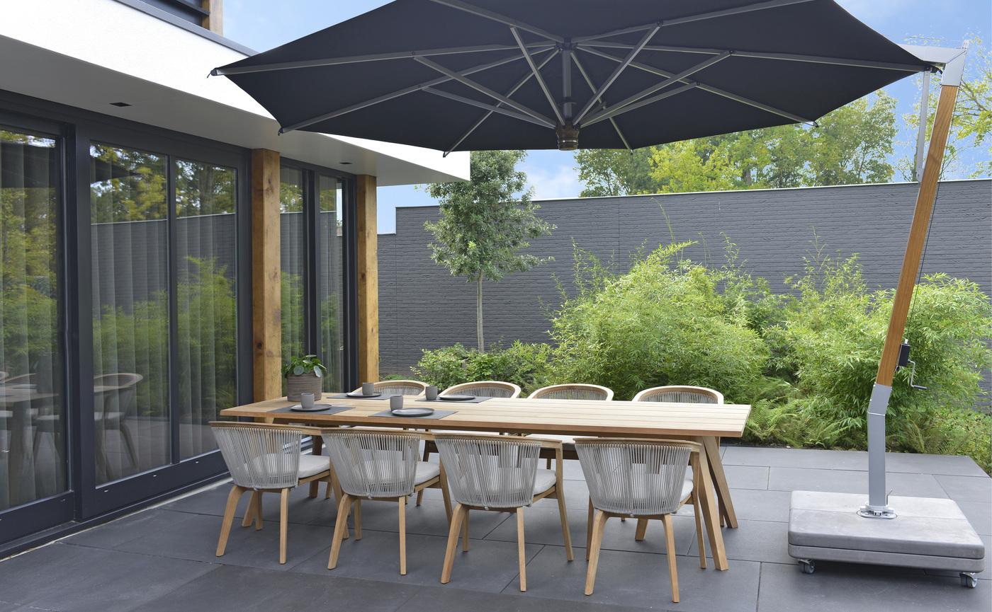 2020 Borek Teak-rope Chepri chair + table Hugo de Ruiter - Parasol Ischia teak silver black.jpg