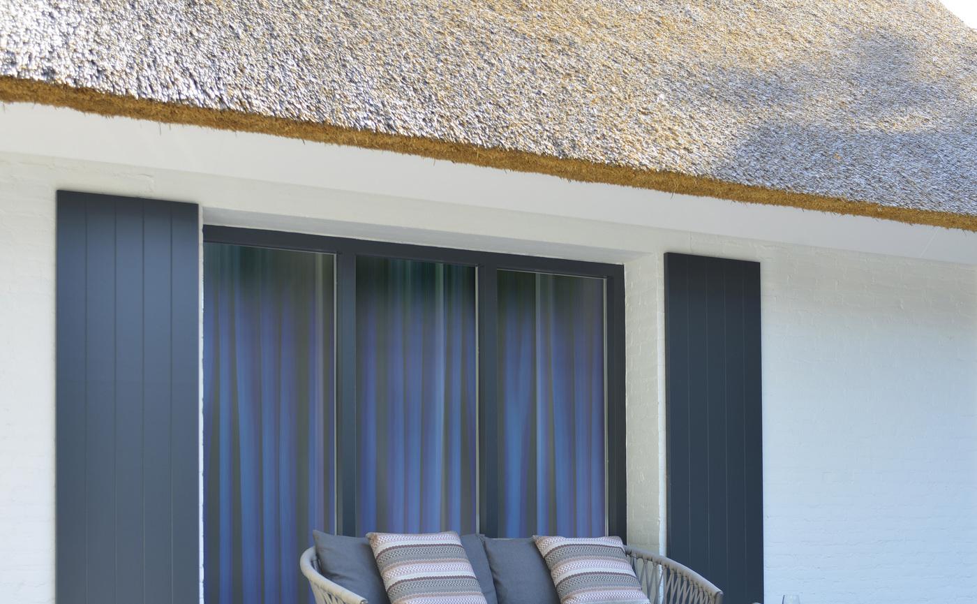 2020 Borek Ardenza belt Majinto sofa Studio Borek - Reclaimed teak Tarifa side table Studio Borek.jpg