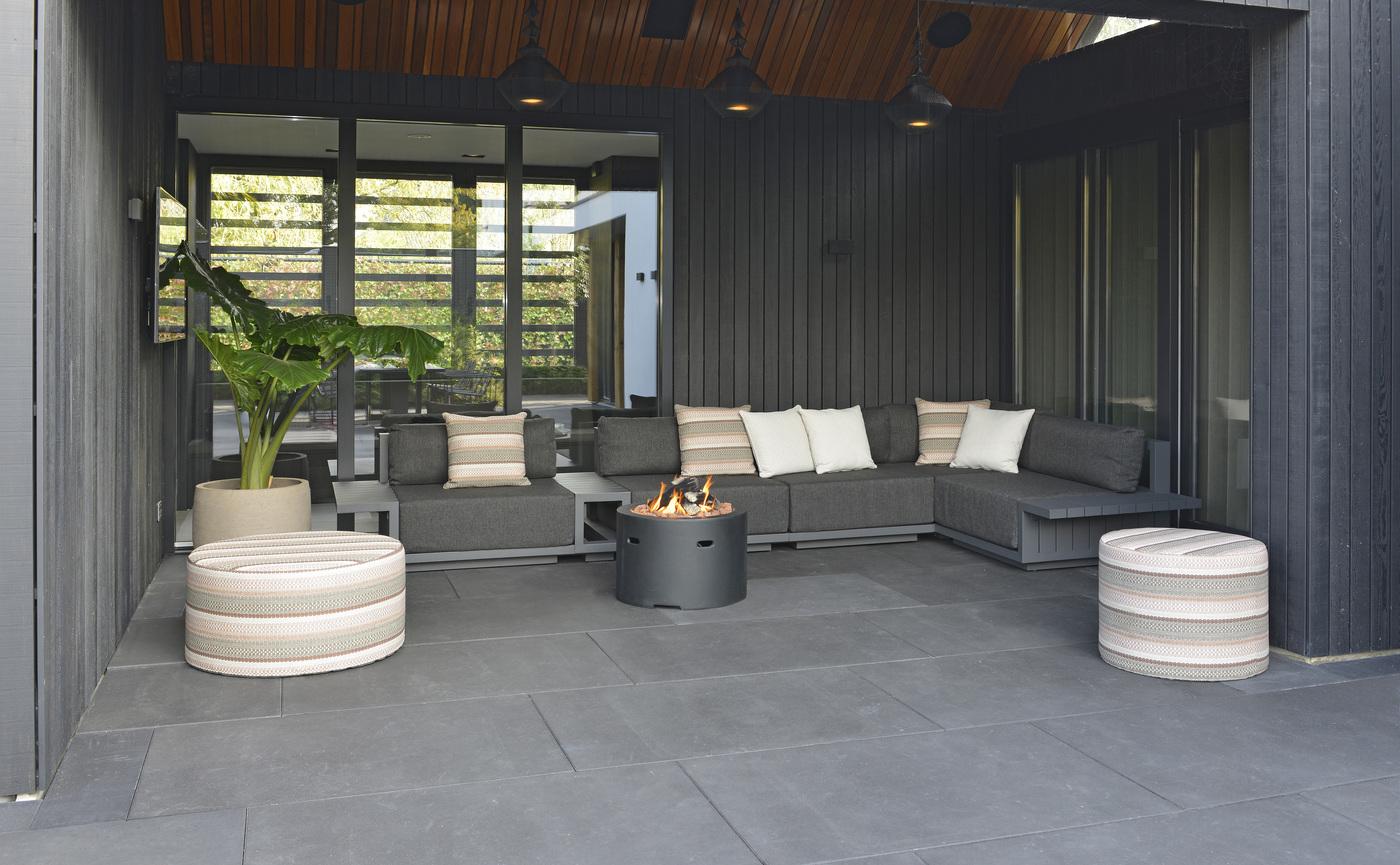 2020 Borek Aluminium Murcia lounge Wolterinck - teak-aluminium Furore side table Bertram Beerbaum - Prato Desio pouffes Studio Borek.jpg