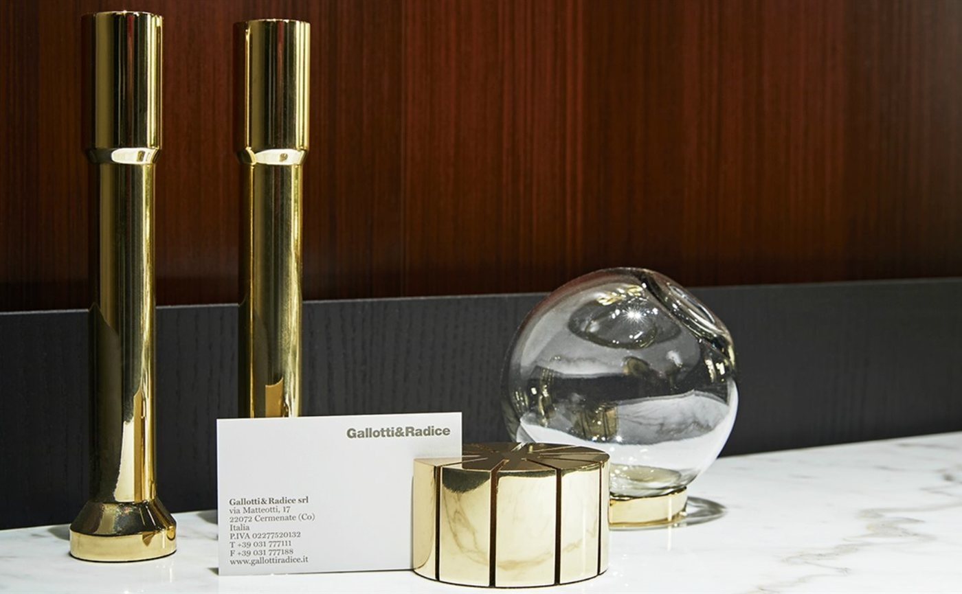 Gallotti & Radice desk card holder sfeer.jpg