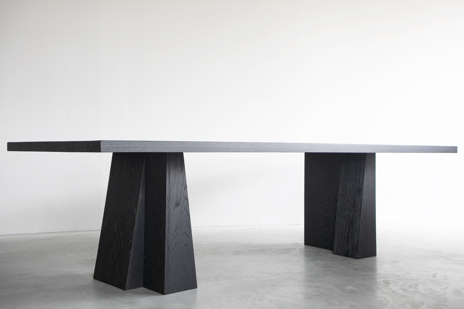 ELI dining table - 09.JPG