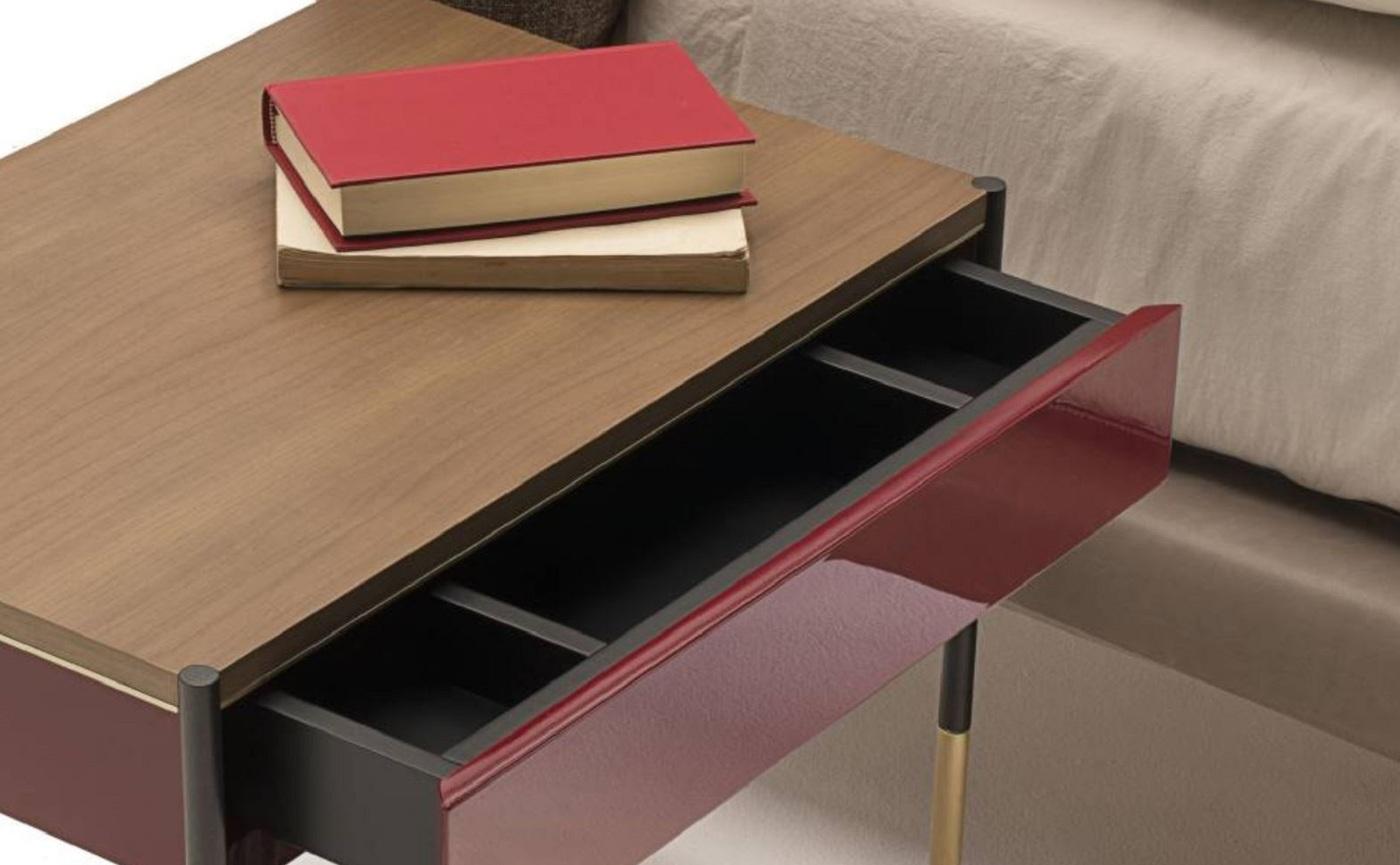 Knipsel.JPG bedside table.JPG