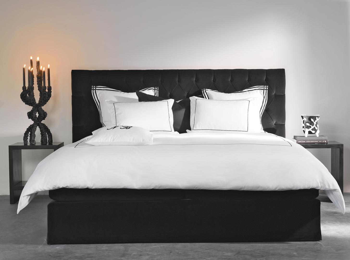 Nilson Beds - Capiton velvet black.jpg