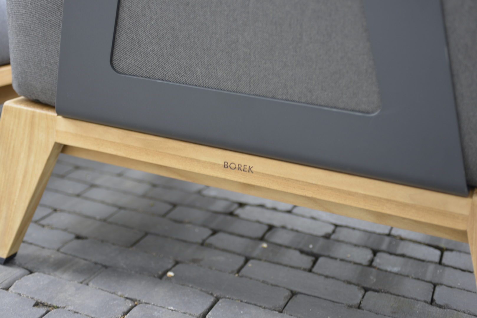 2020 Borek Teak Hybrid low dining chair anthracite Frans van Rens (detail back).jpg