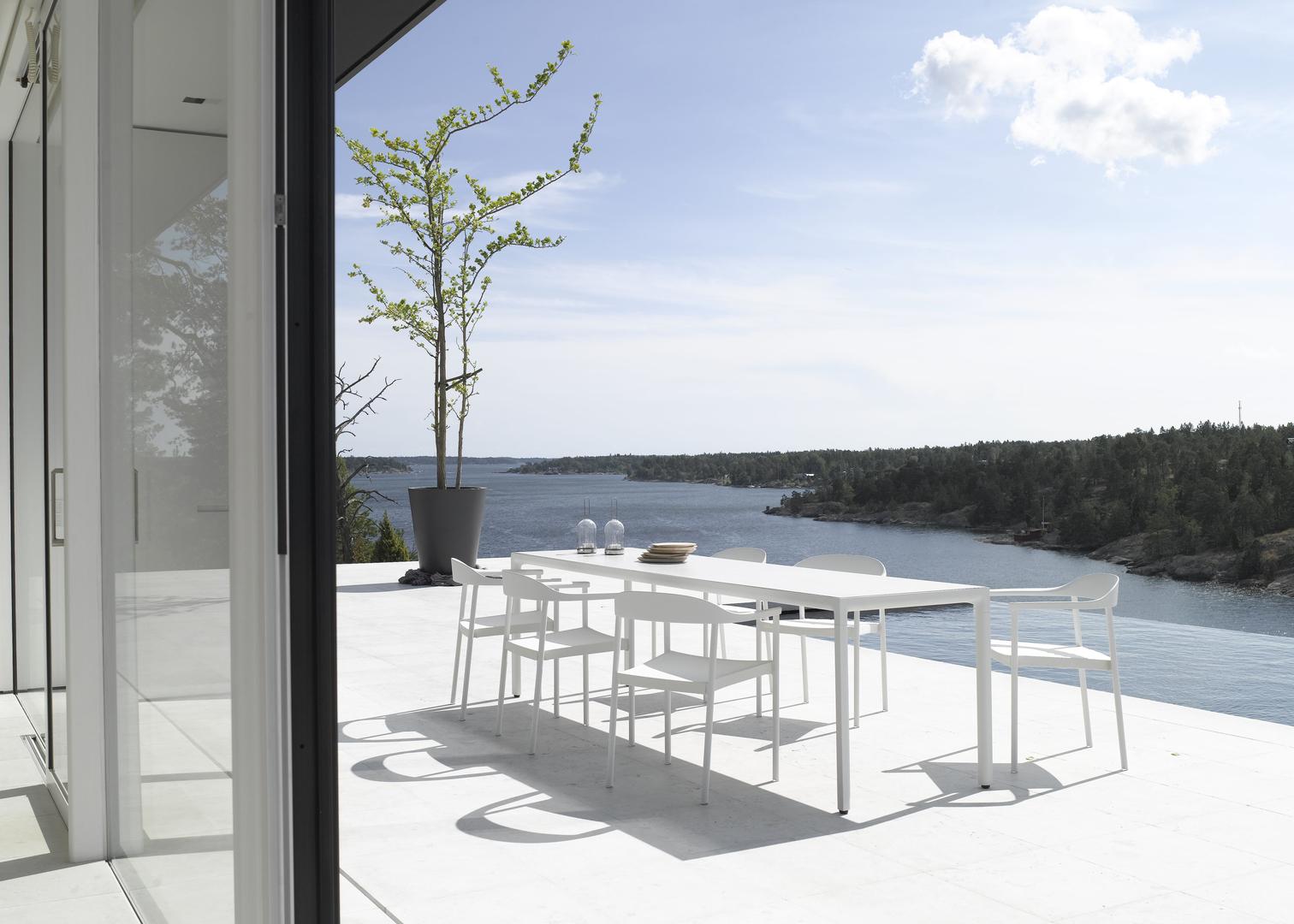 Illum dining set white 1.jpg
