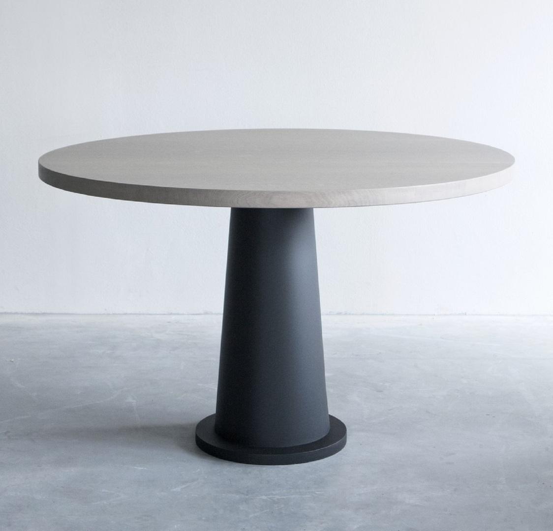 Kops round table with steel base (5) groot.jpg