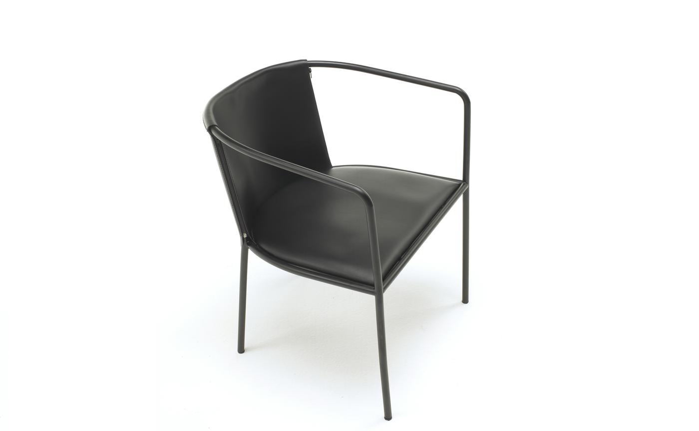 Maja D armchair.png