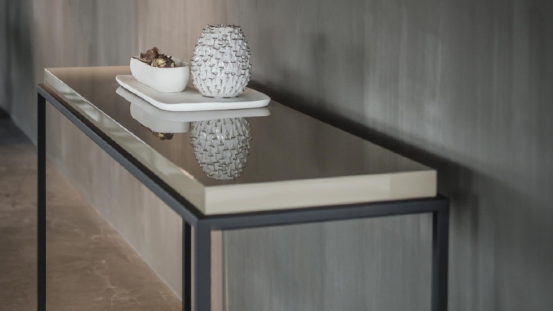 Nilson_Beds_Menton_side_table_high_gloss.jpg