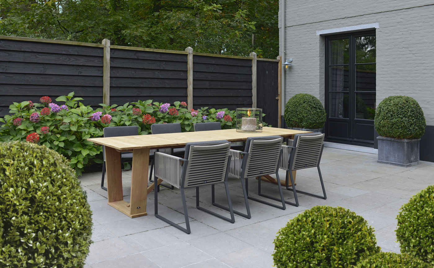 Borek Belt  Modena chair Roma table.jpg