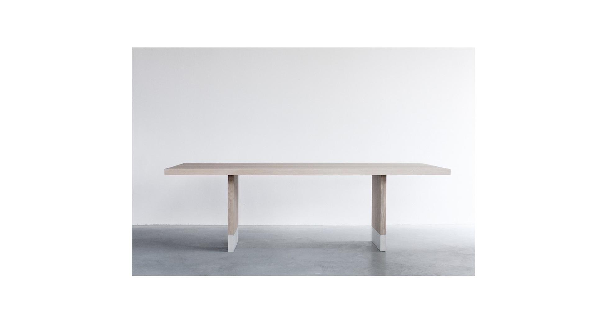 Common dining table (1) klein.jpg
