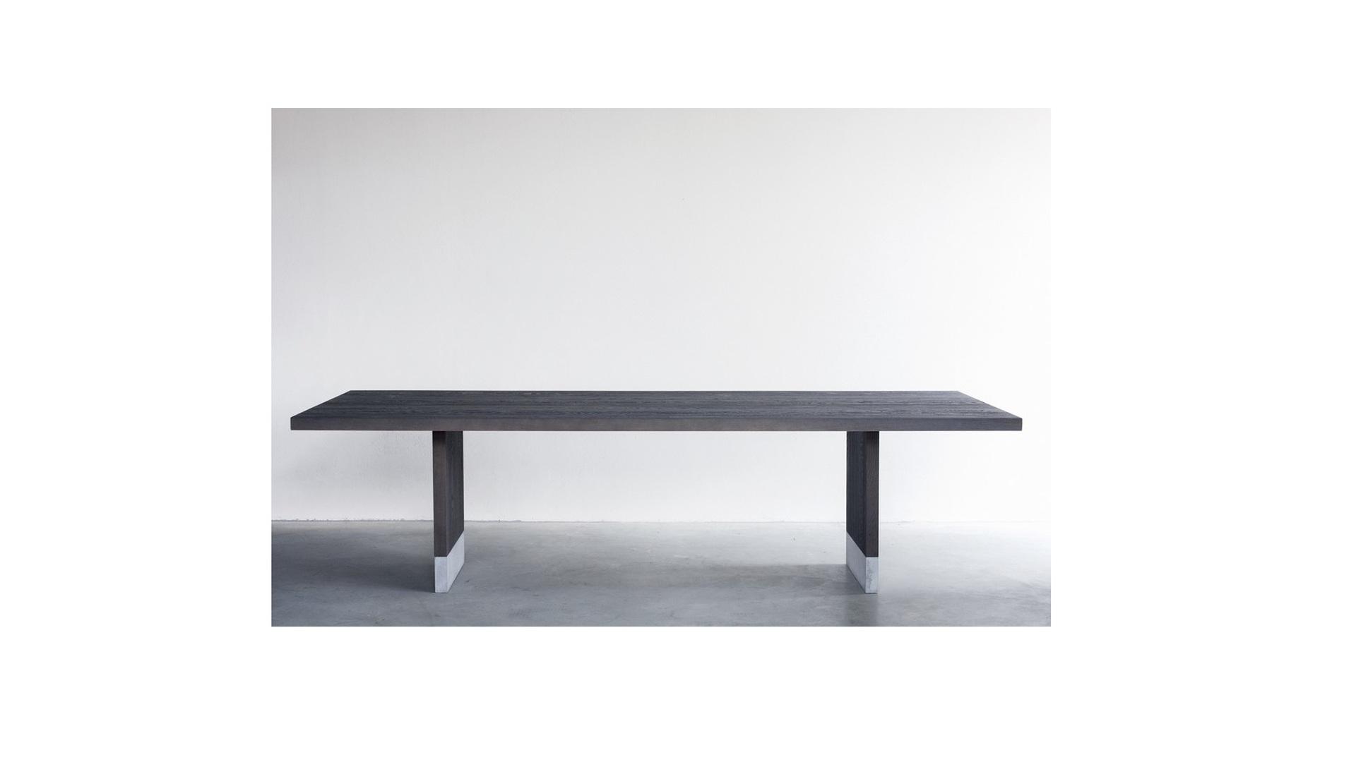 Common dining table (2) klein.jpg