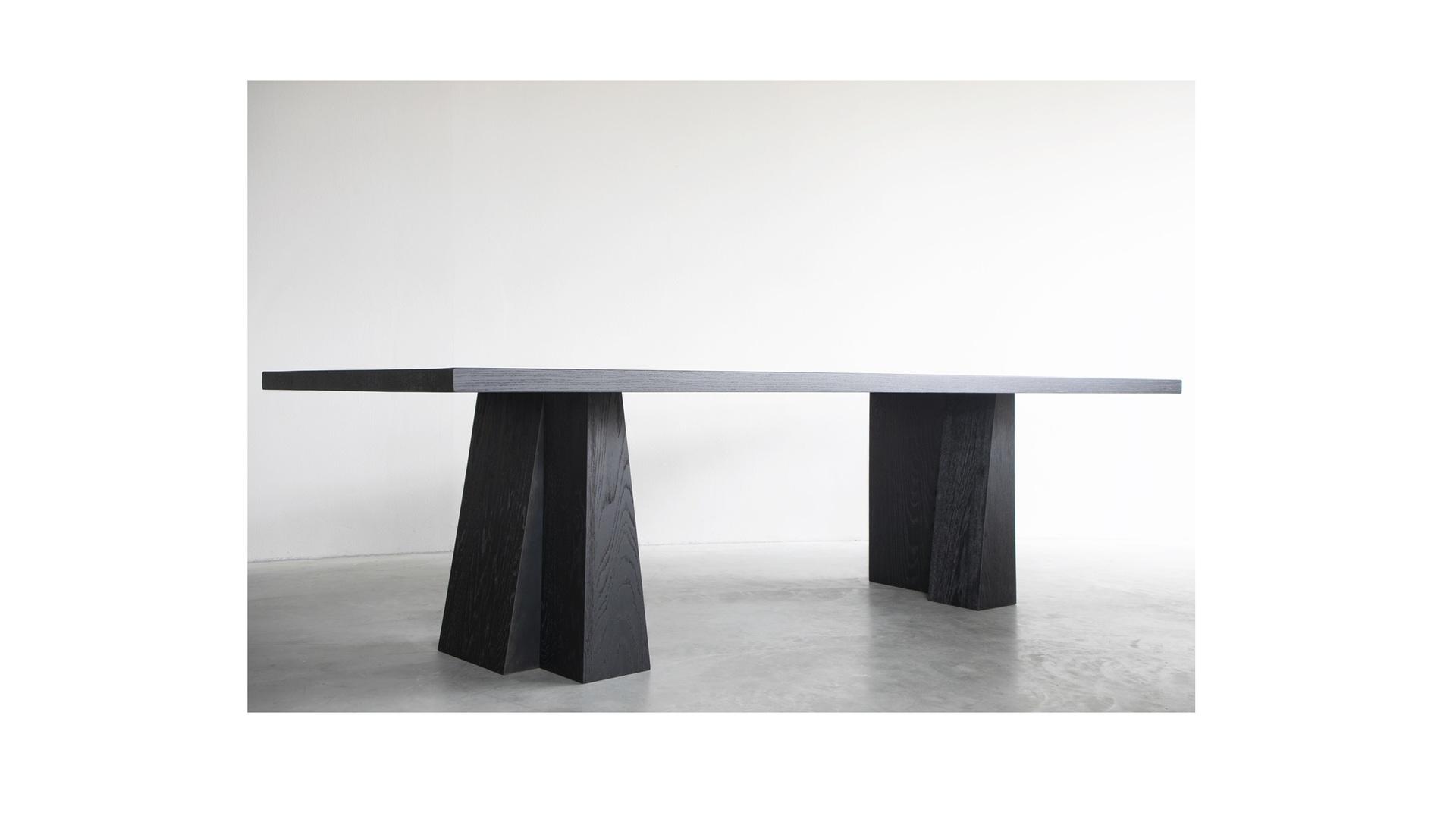 ELI dining table - 09 klein.jpg