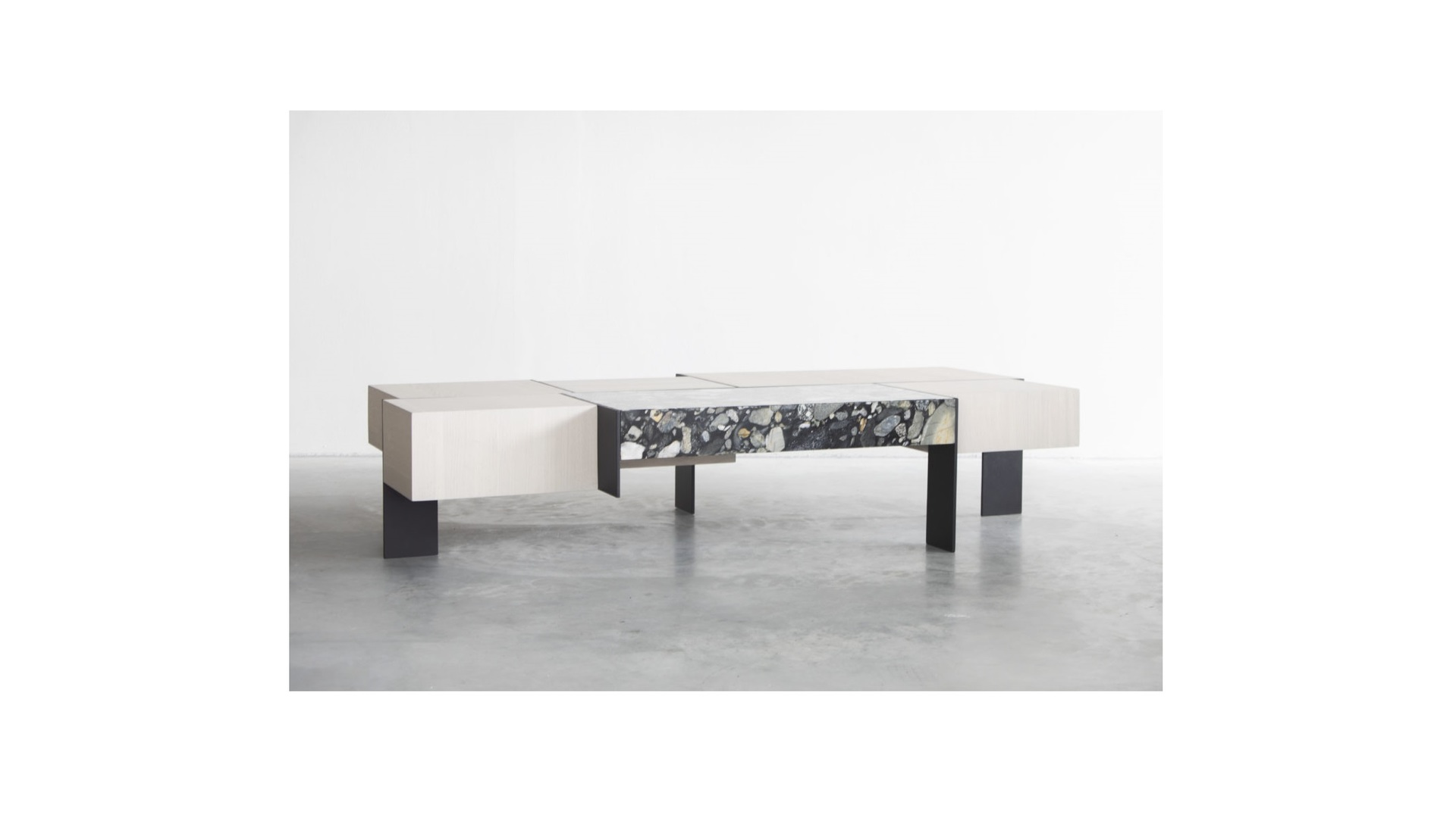 Kitale coffee table 3 groot.jpg