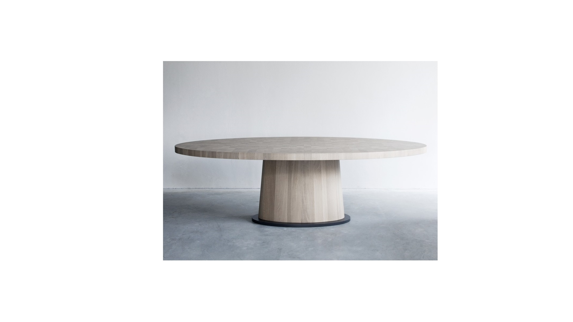 Kops oval table (1) klein.jpg