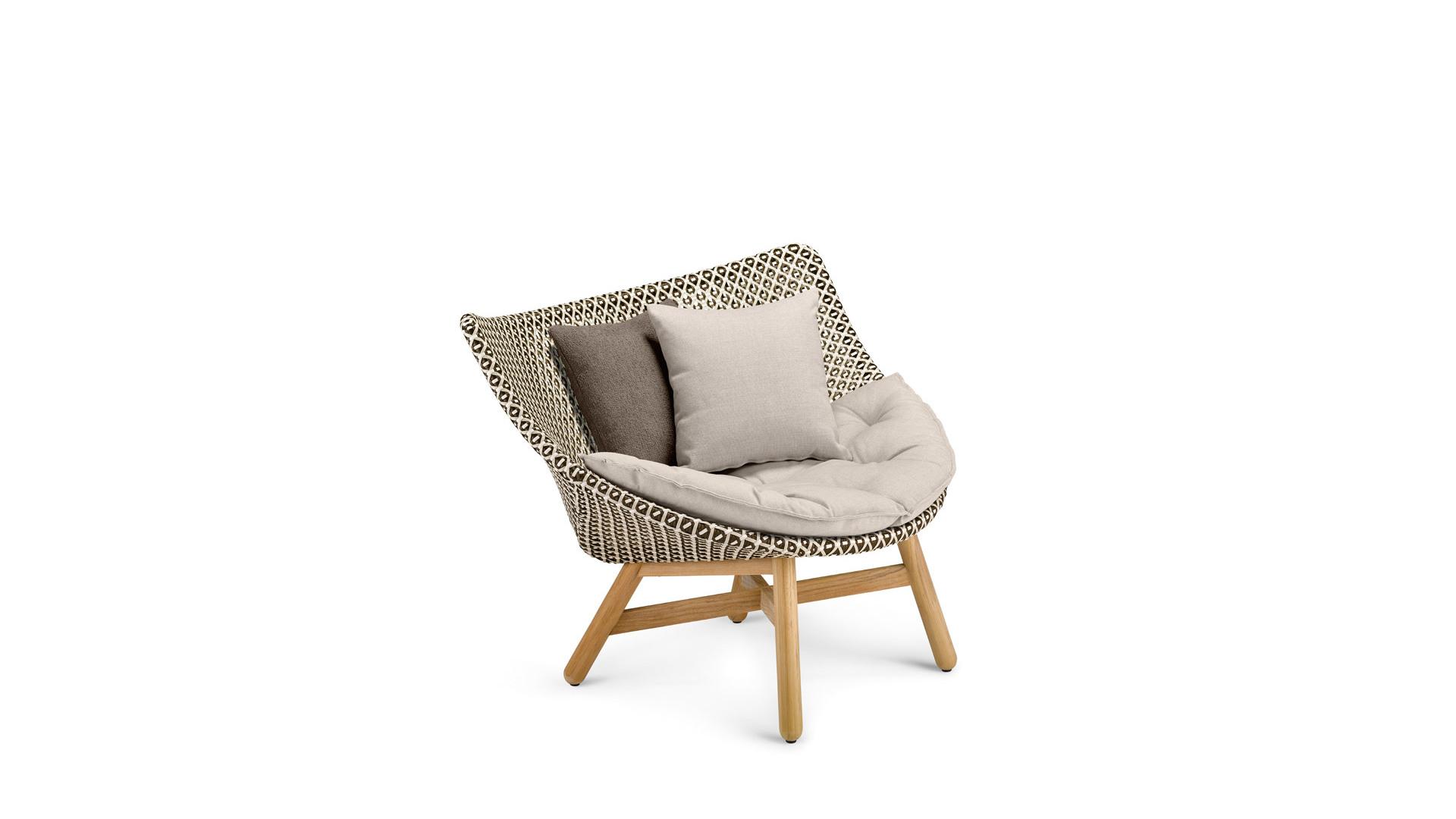 DEDON-Mbrace-Loungechair-decocushion-pepper.jpg