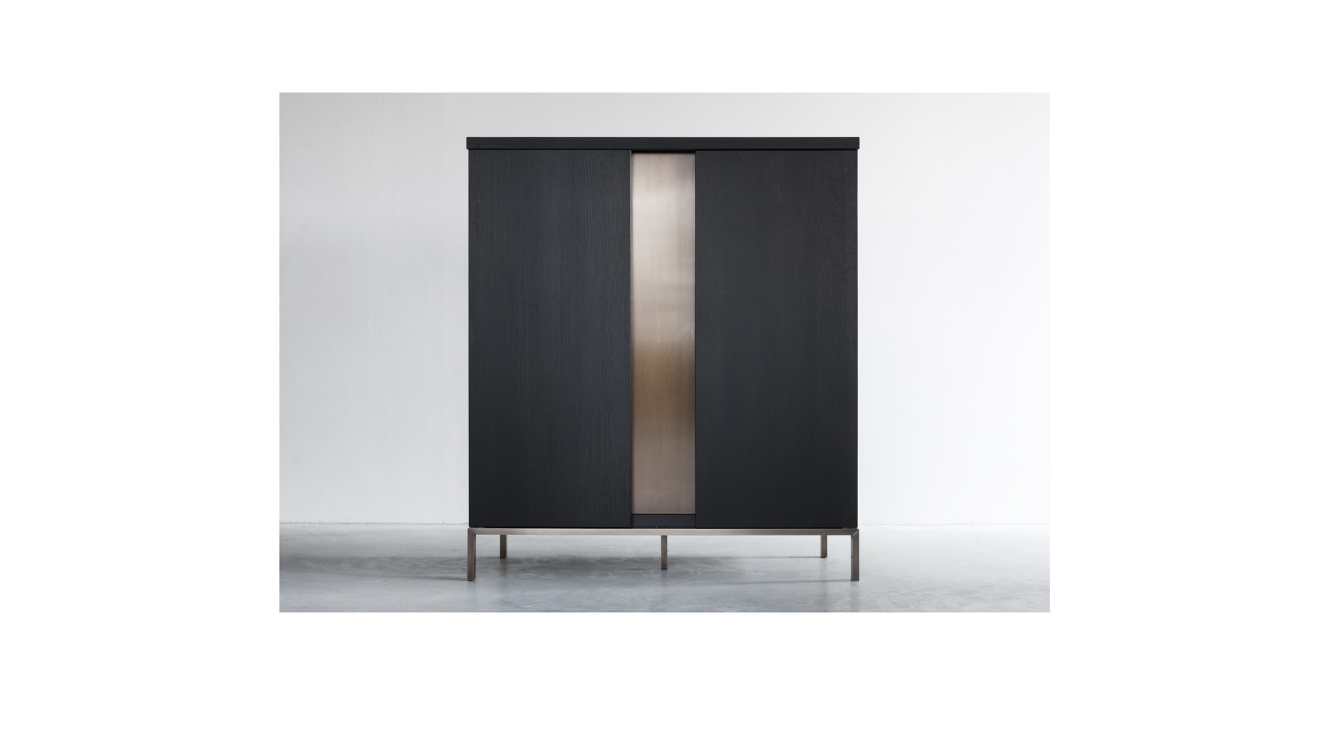 Nota Bene low cabinet (1) klein.jpg