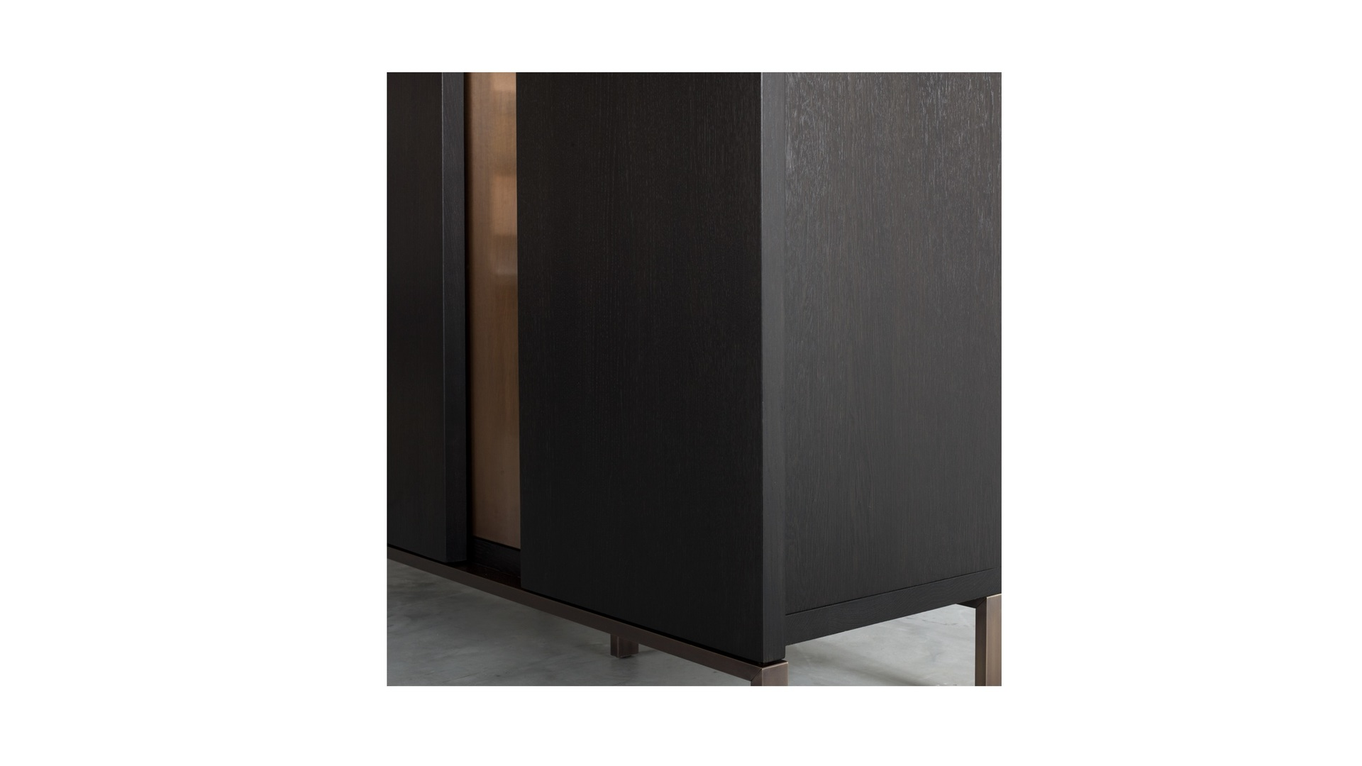 Nota Bene low cabinet (3) klein.jpg