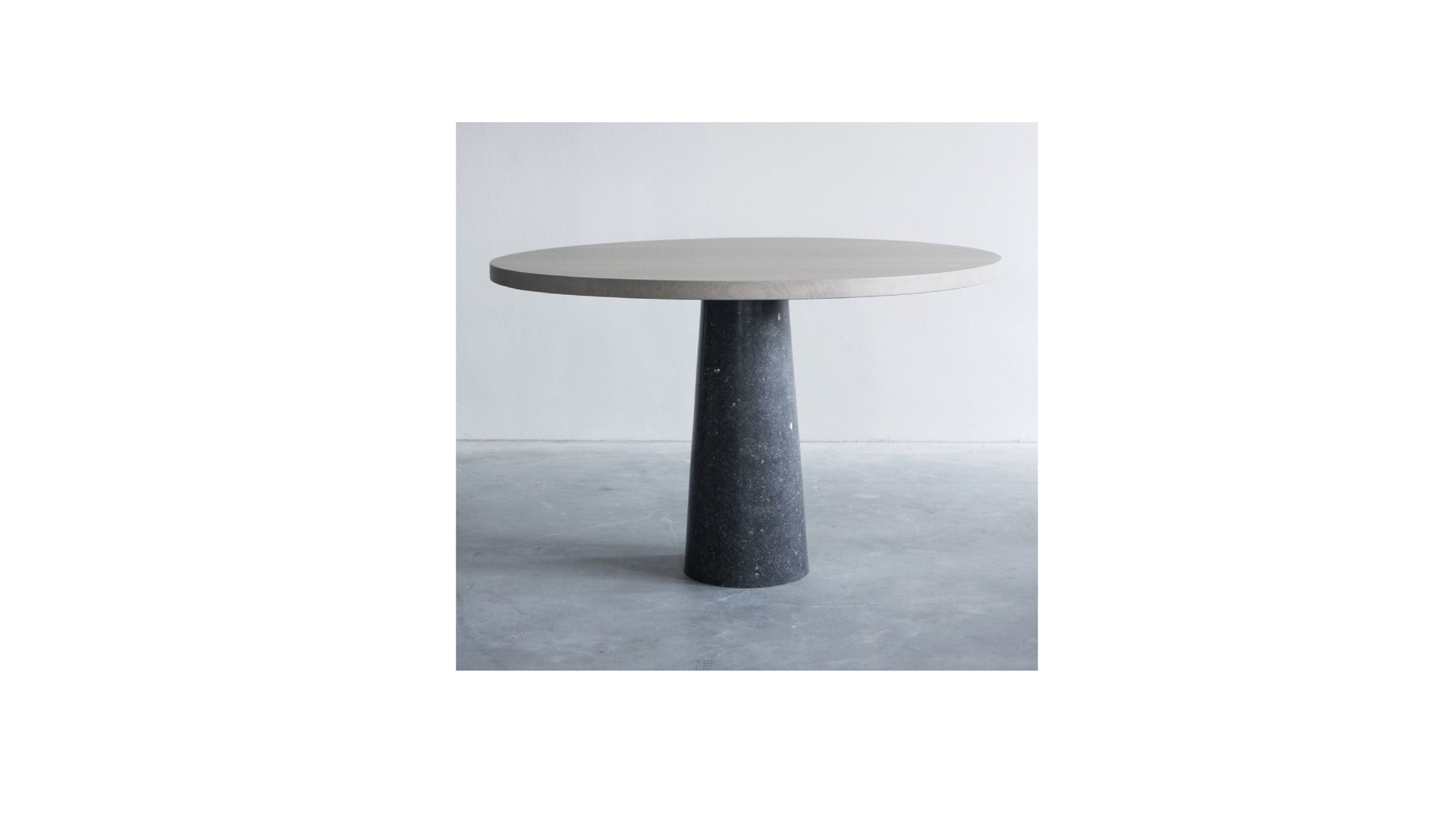 Stone table with Belgian blue limestone (1) klein.jpg
