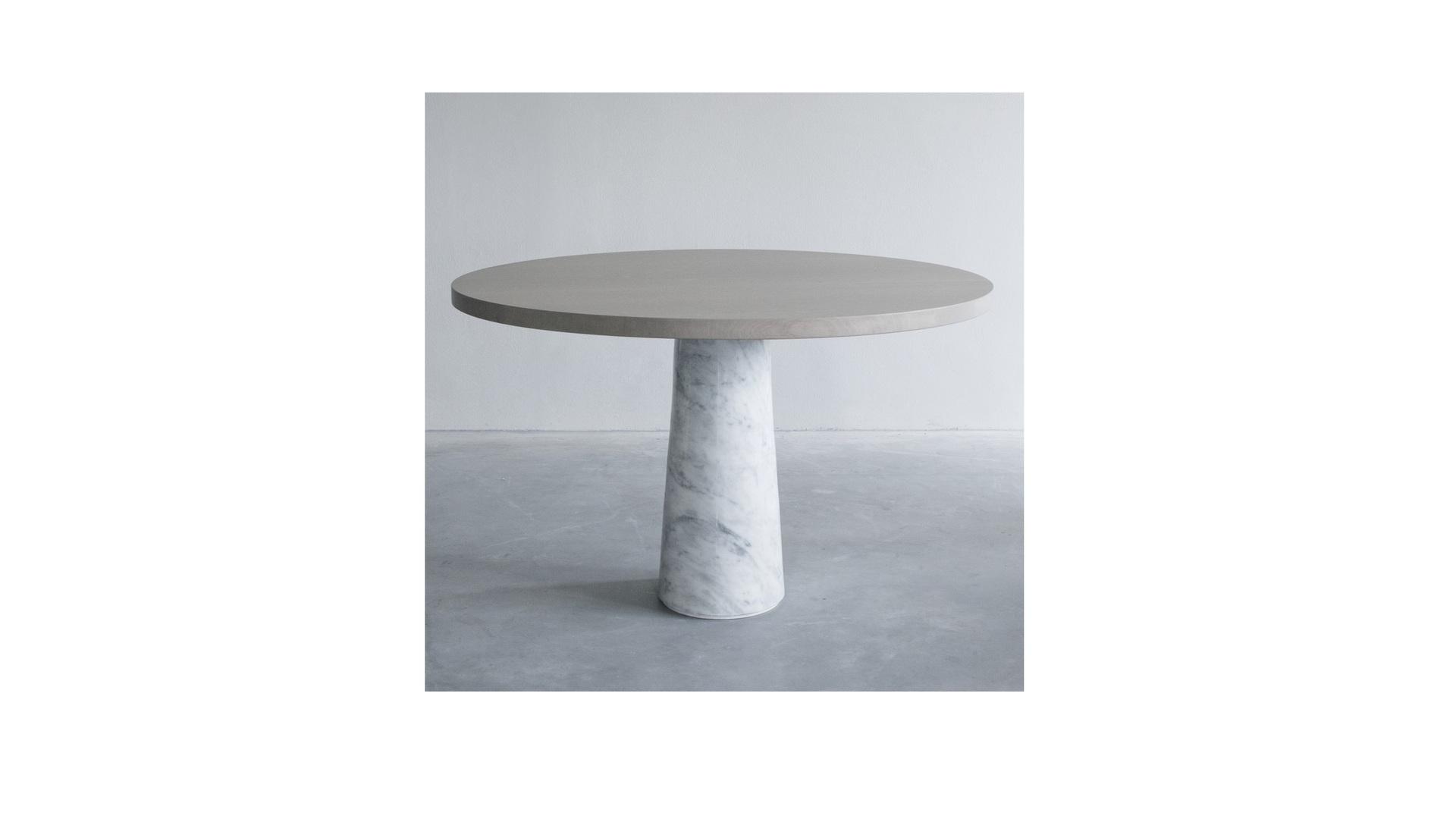 Stone table with Carrara marble (2) klein.jpg