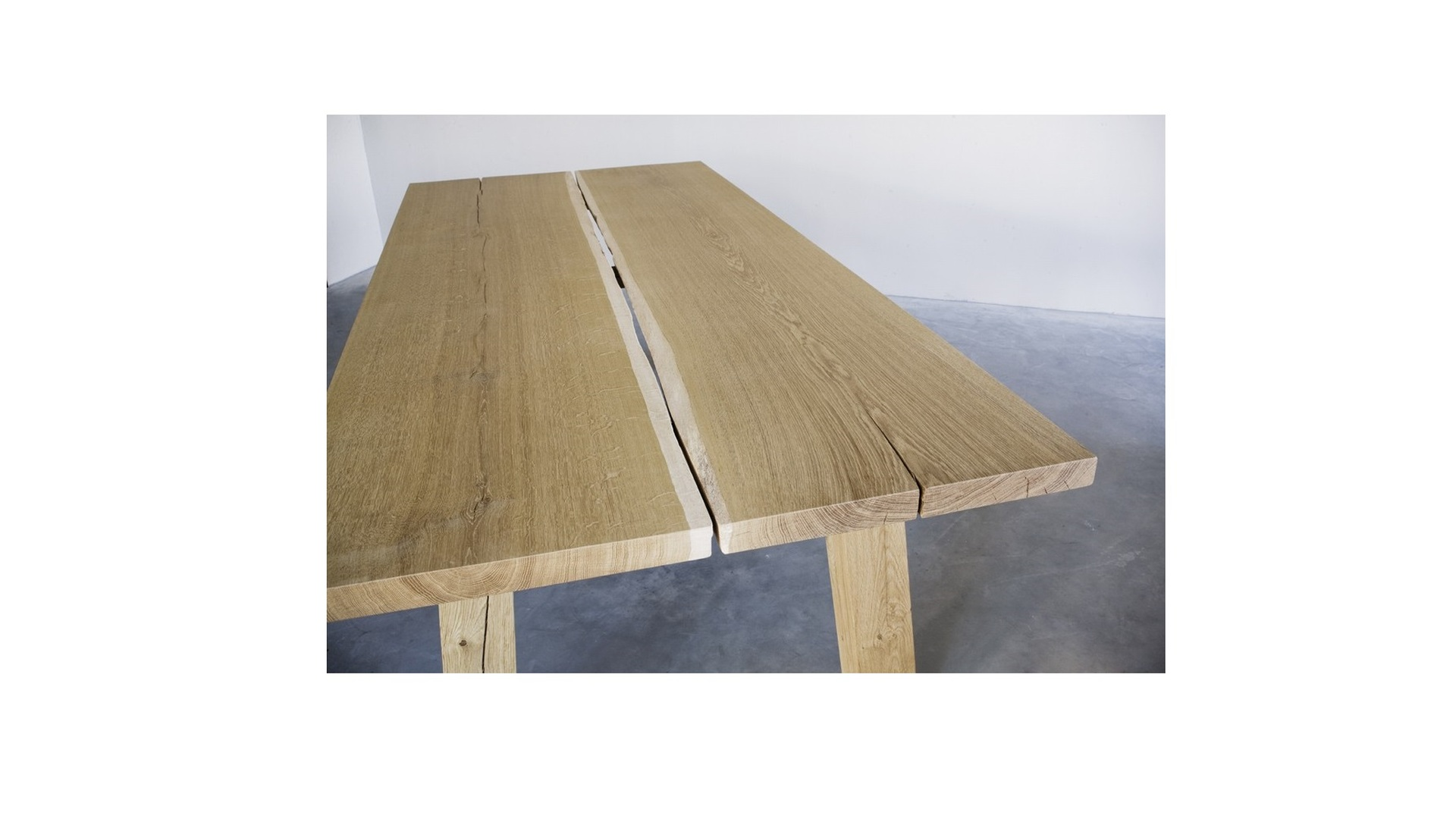 Woud table  (2) klein.jpg