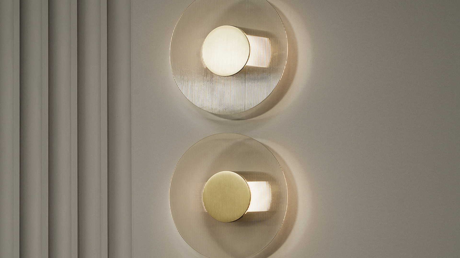Button round wall lamp